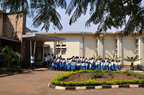School children waiting at Uganda Museum